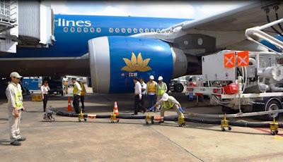 Xe truyền tiếp nhiên liệu ngầm tại Cảng hàng không quốc tế Tân Sơn Nhất