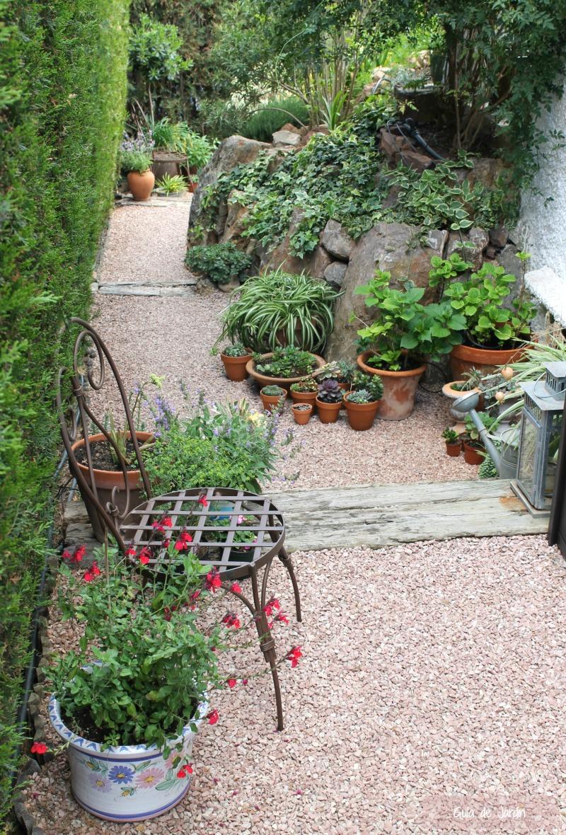 para mi son no concibo mi jardn sin macetas por entonces solo tendra una gran rocalla donde algunas de mis plantas favoritas no podran