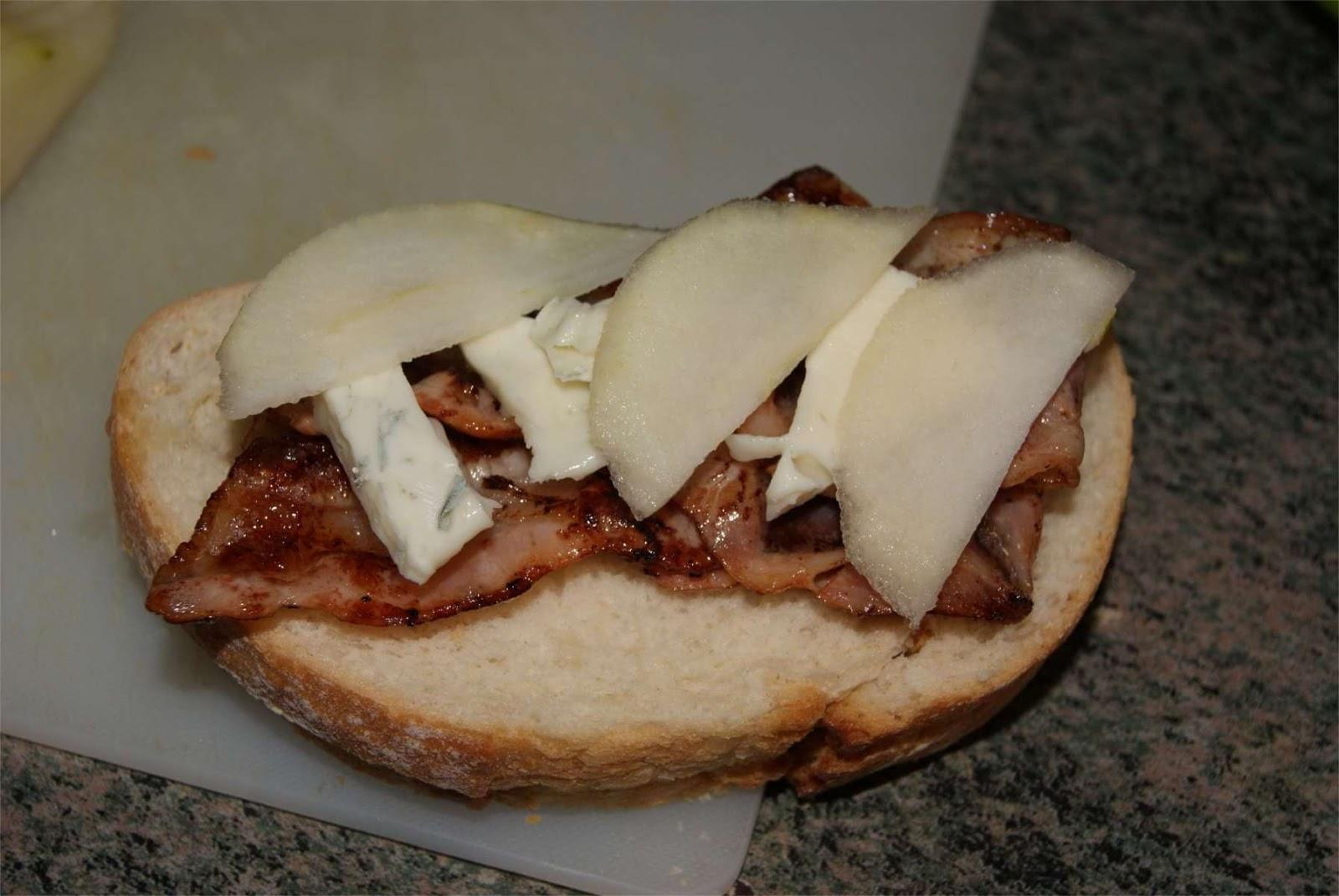 Sandwich de pera gorgonzola y bacon paso 2