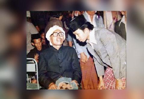 Kiai Umar Abdul Manan, Pura pura tidak Puasa untuk Menghormati Tamunya