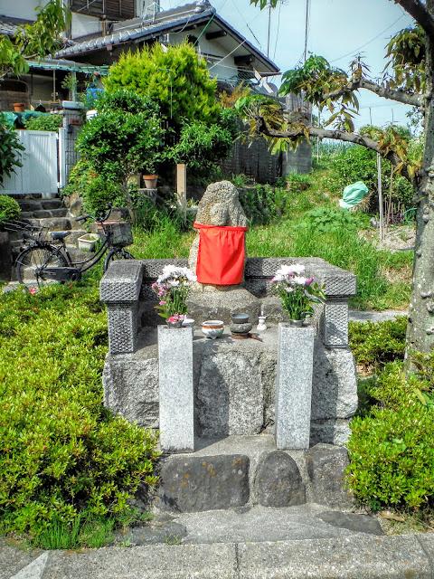文珠川の小石仏