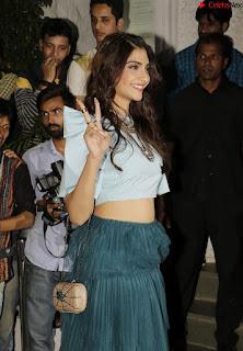 Sonam Kapoor Bollywood ~ .xyz Exclusive 002.jpg