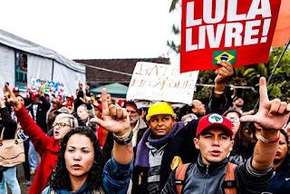 Justiça do Paraná proíbe Vigília Lula Livre nas proximidades da PF em Curitiba