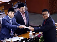 Tingkah Lucu Si Anggota DPR Fraksi Independen Fahri H Saat Paripurna RUU Pemilu