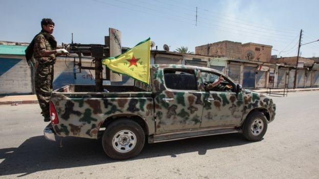 Decisão americana de fornecer armas aos curdos sírios provoca revolta da Turquia