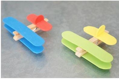 Aviones de pinzas y palos de helado