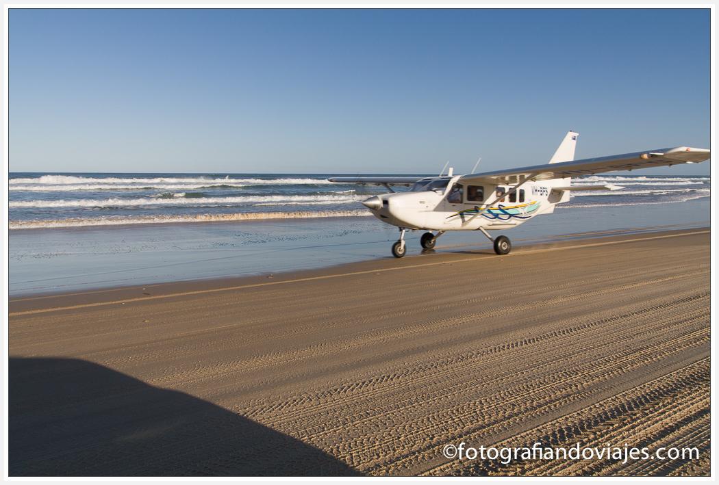 avión aterrizando en Fraser