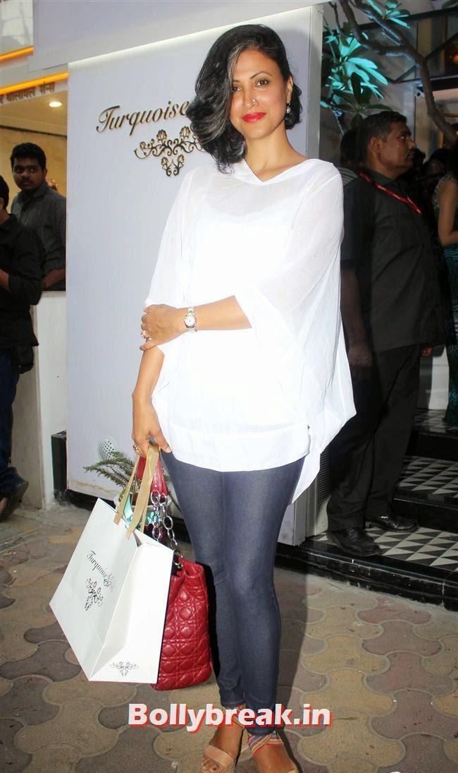 Jewellery designer Reshma Bombaywala, Aditi Gowitrikar & Malaika Arora at Turquoise and Gold Store Opening