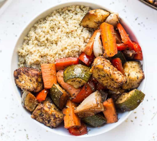 Meal Prep Balsamic Tempeh & Roasted Vegetable Quinoa Bowls #Vegetable #quinoa