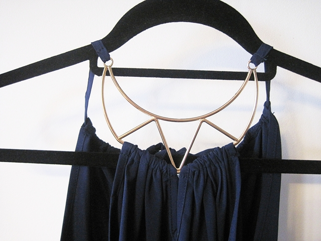 http://www.shein.com/Navy-Halter-Neck-Self-tie-Back-Blouse-p-262345.html?utm_source=marcelka-fashion.blogspot.com&utm_medium=blogger&url_from=marcelka-fashion