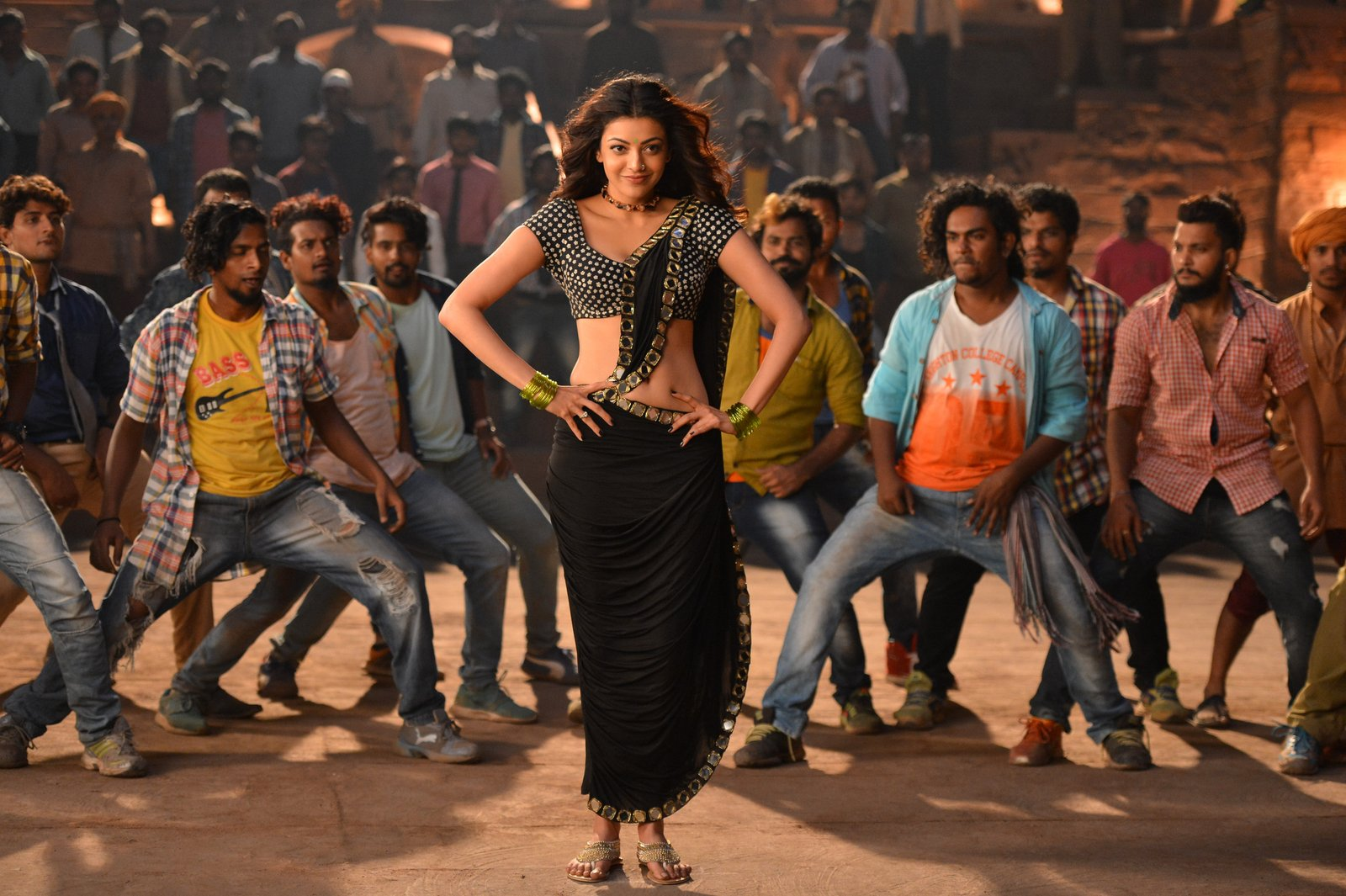 kajal sizzling in pakka local item song-HQ-Photo-14