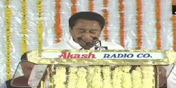 madhypradesh-kamalnath-ne-18-ve-mukhyamantri-ke-taur-par-shapath-li
