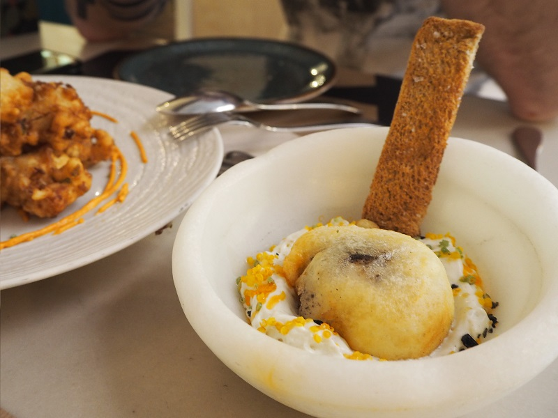 7 great places to eat in Seville - El pinton battered egg