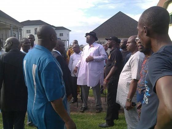 Governor Dickson and his men inspect the Diepreye Alamiyeseigha tomb.