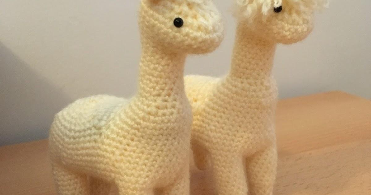 Crochet Llama Pattern - thefriendlyredfox.com | 630x1200
