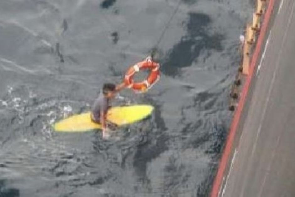 rescate surfista japones