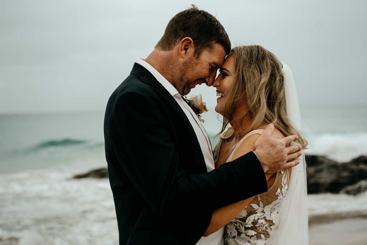LOVE: ANNIE + MATT | LUSH HAMPTON INSPIRED BEACHSIDE WEDDING GOLD COAST QLD