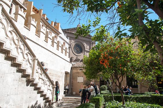 El jardin de los naranjos en la lonja de la seda de Valencia