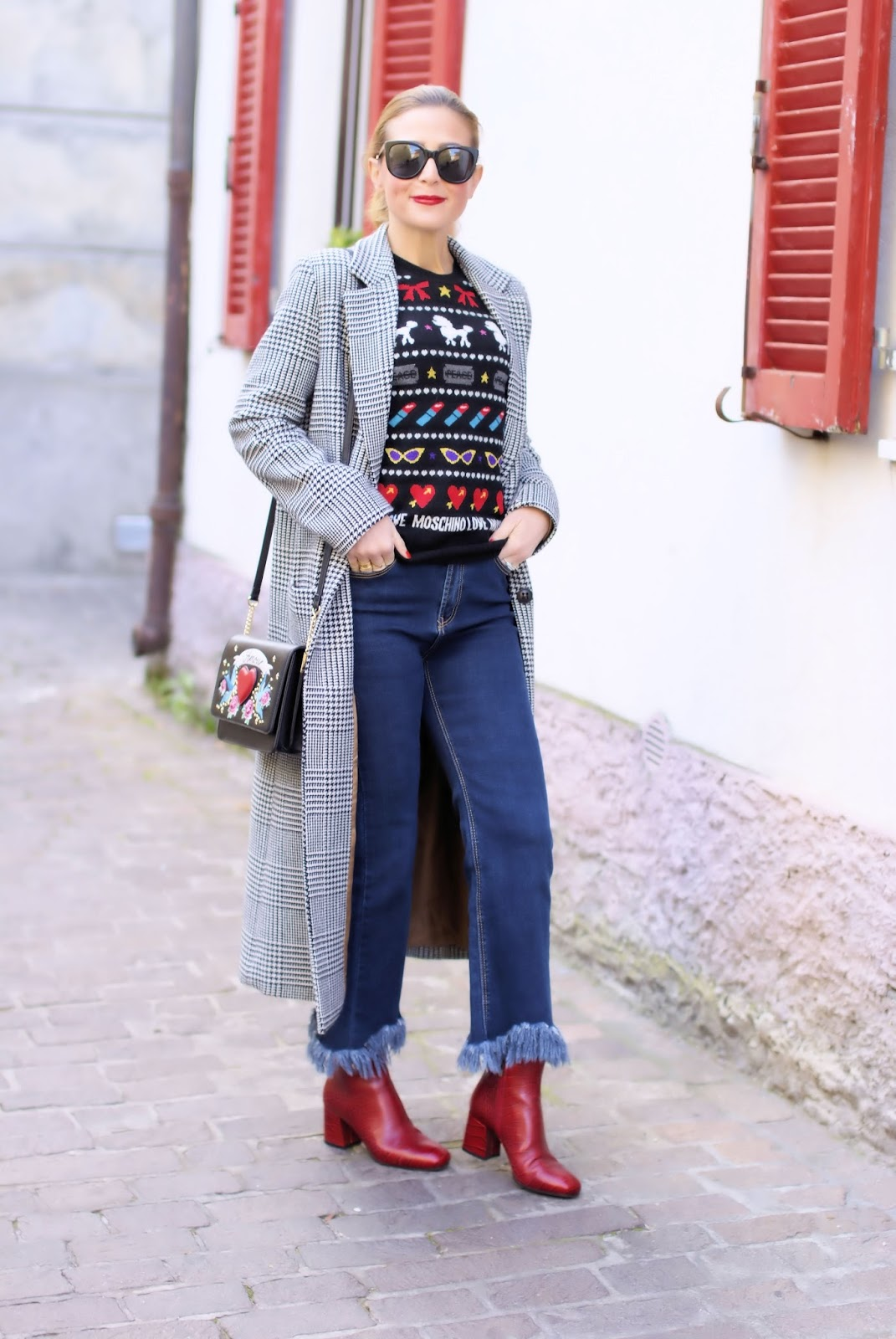 Last call for a Prince of Wales maxi coat, Le Silla red shoes, street style look on Fashion and Cookies fashion blog, fashion blogger style
