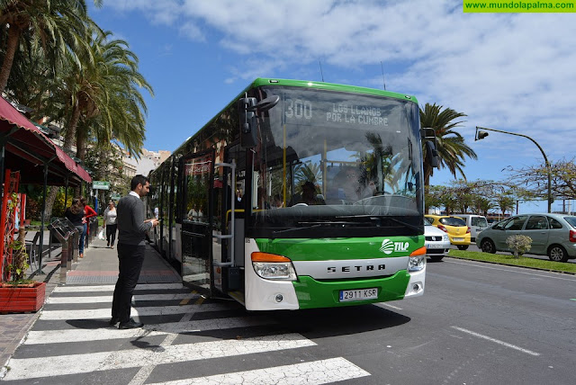 El Cabildo incorpora la primera guagua de 15 metros y piso bajo a la nueva flota de vehículos del servicio público de transporte