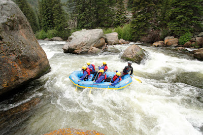 http://scenicrivertours.com/wp-content/uploads/2014/01/Rafting-900x600.jpg