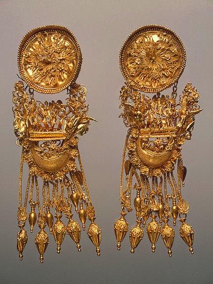 Золотые серьги, найденные Айвазовским во время раскопок в 1853 г.