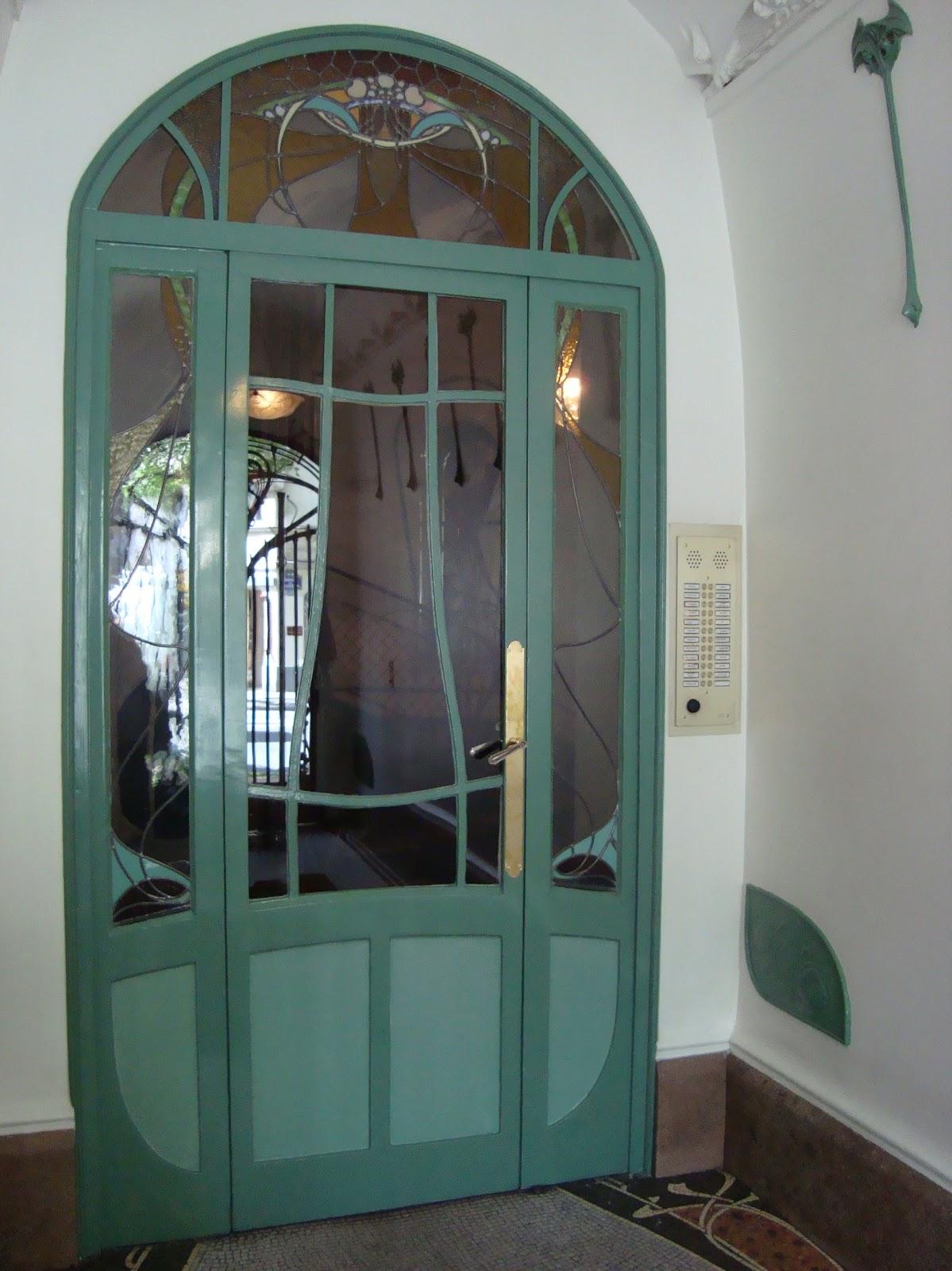 Paseos art nouveau 05 01 2012 06 01 2012 for Porte cage d escalier