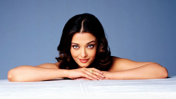 Hot Aishwarya Rai Desktop Wallpaper