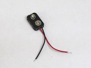 Konektor baterai