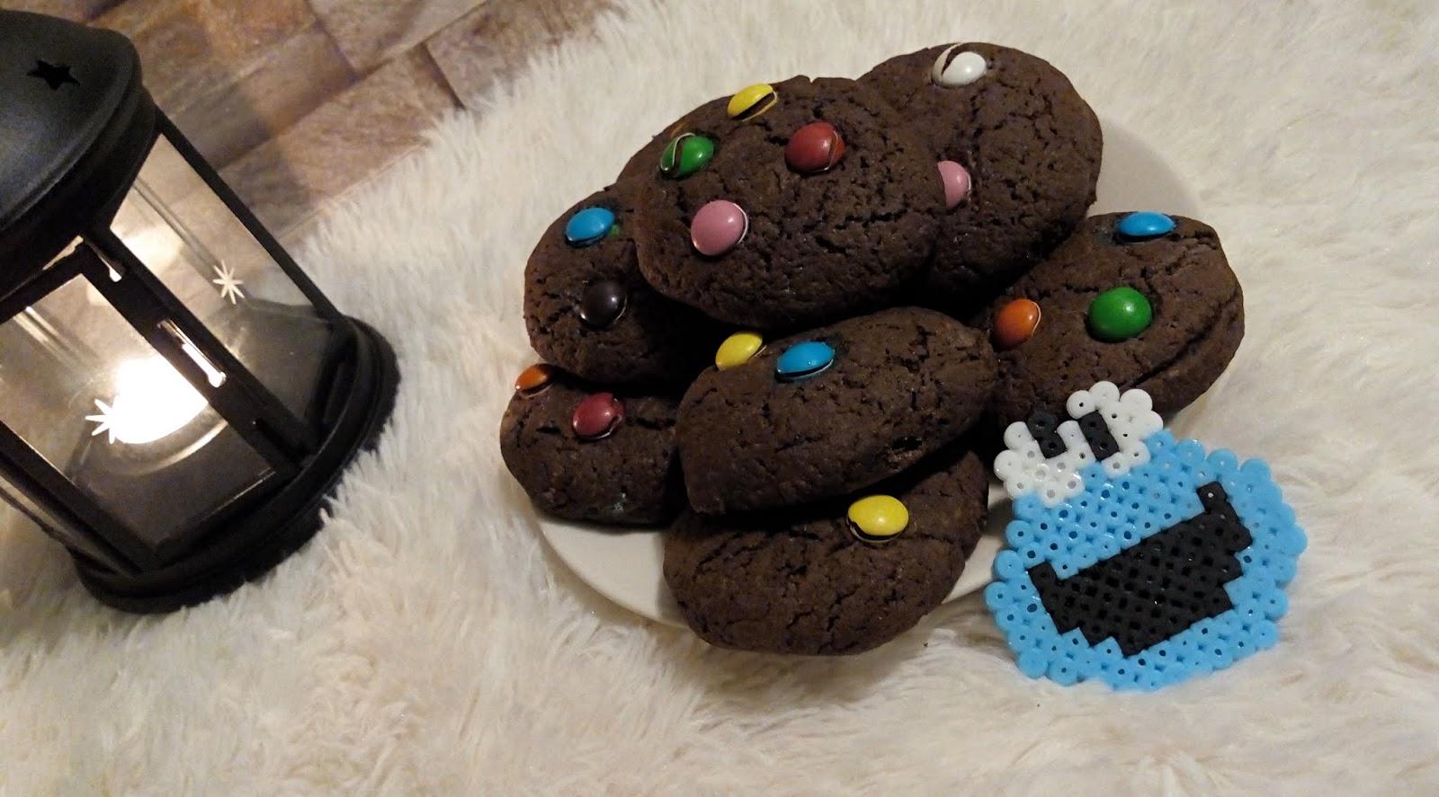 Ciasteczka kakaowe z drażetkami - czyli, ciastka na miarę ciasteczkowego potwora =)