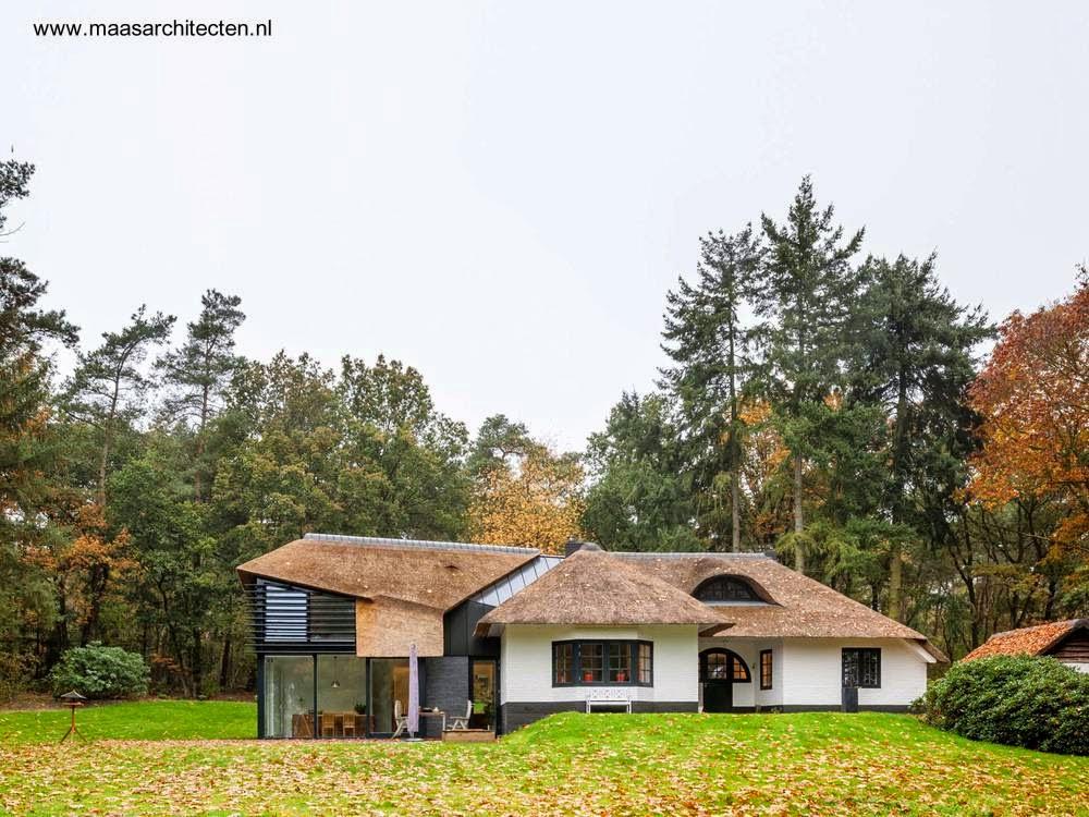 Casa de campo tradicional holandesa con ampliación moderna