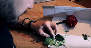 Cómo hacer una rosa encantada - Pintando las hojas