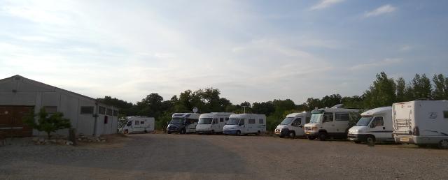 Zona d'estacionament de l'area d'autocaravanes de la granja de la Canterrane
