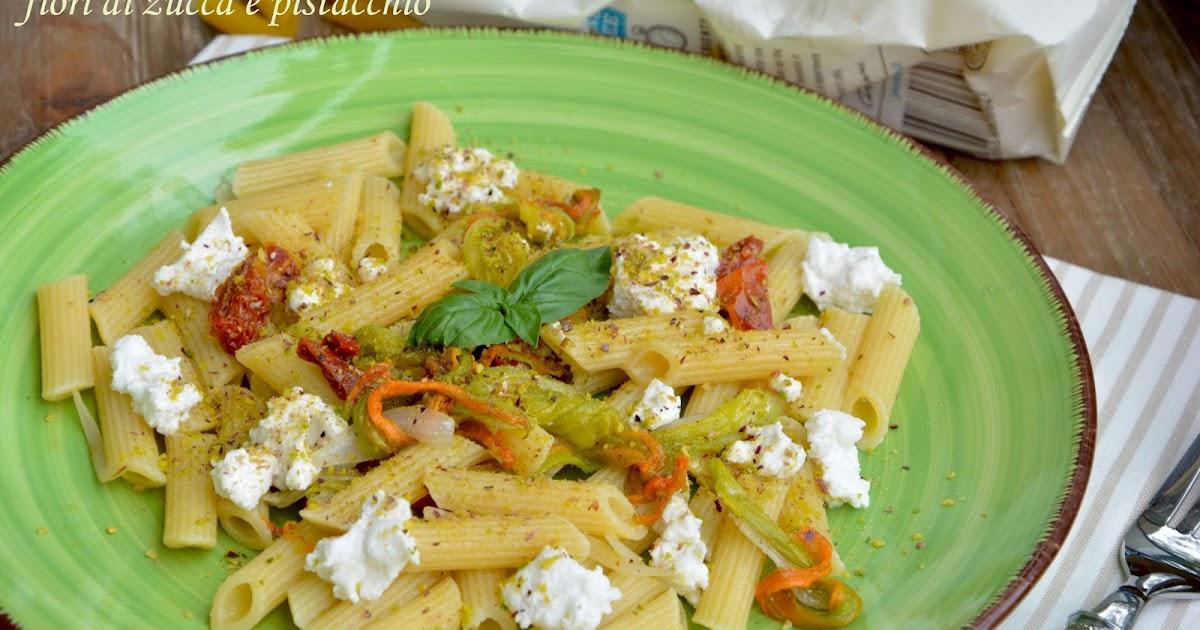 Pasta Rummo senza glutine alla ricotta, fiori di zucca e pistacchio