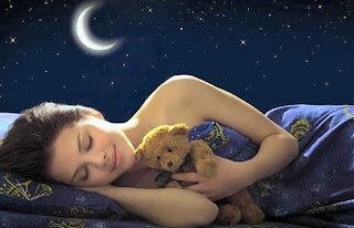 प्रत्येक व्यक्ति सोते वक्त कुछ न कुछ सपने में जरूर देखता होगा. कभी चूहा तो कभी बिल्ली, कभी समुद्र तो कभी लड़की, कभी सांप तो कभी कुत्ता।