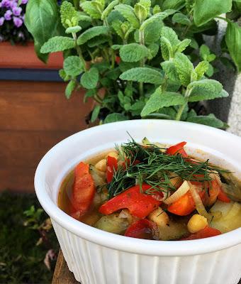 Zupa jarzynowa z ciecierzycą