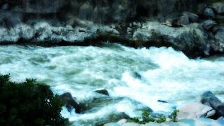 O Leito Leitoso do Rio Urubamba (Vilcanota), no Peru