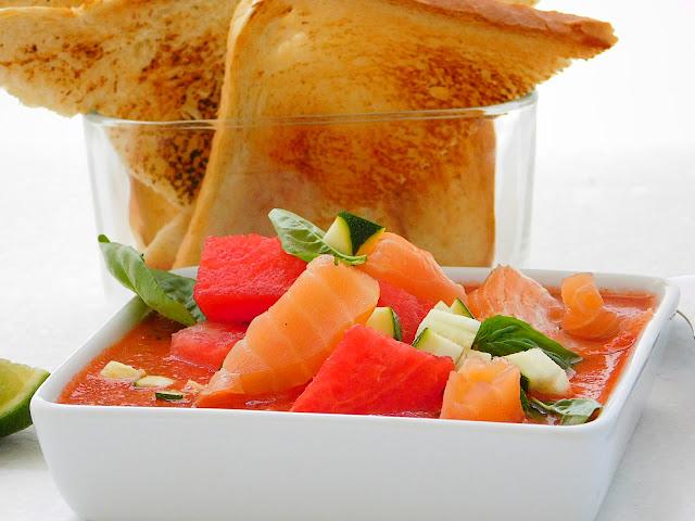 Gaspačo iz lubenice z lososom
