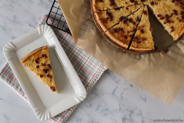 Für den Soulfood Tuesday bei Janke habe ich Zwiebelkuchen mit Mürbteig gemacht.