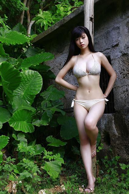 馬場ふみか Baba Fumika Bikini In Forest Photos 9