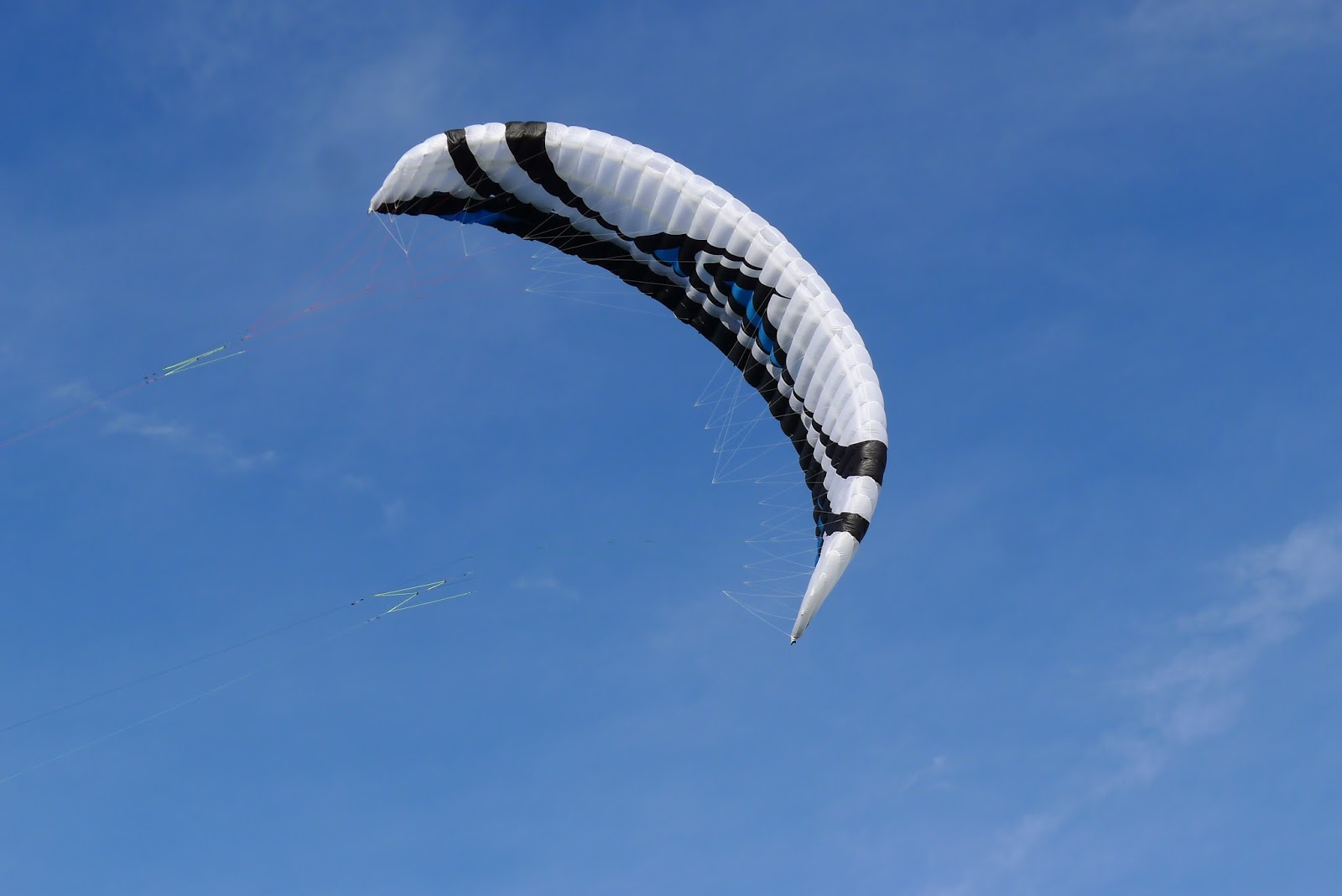 VENDUE ! Flysurfer Speed IV Lotus 18m complète 1390 € quasi neuve  P1260090