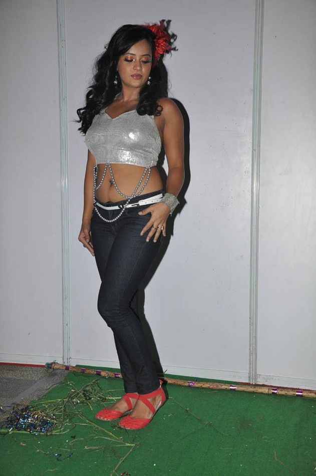 Tanu Roy hot spicy expose her body Photo stills ~ world ...