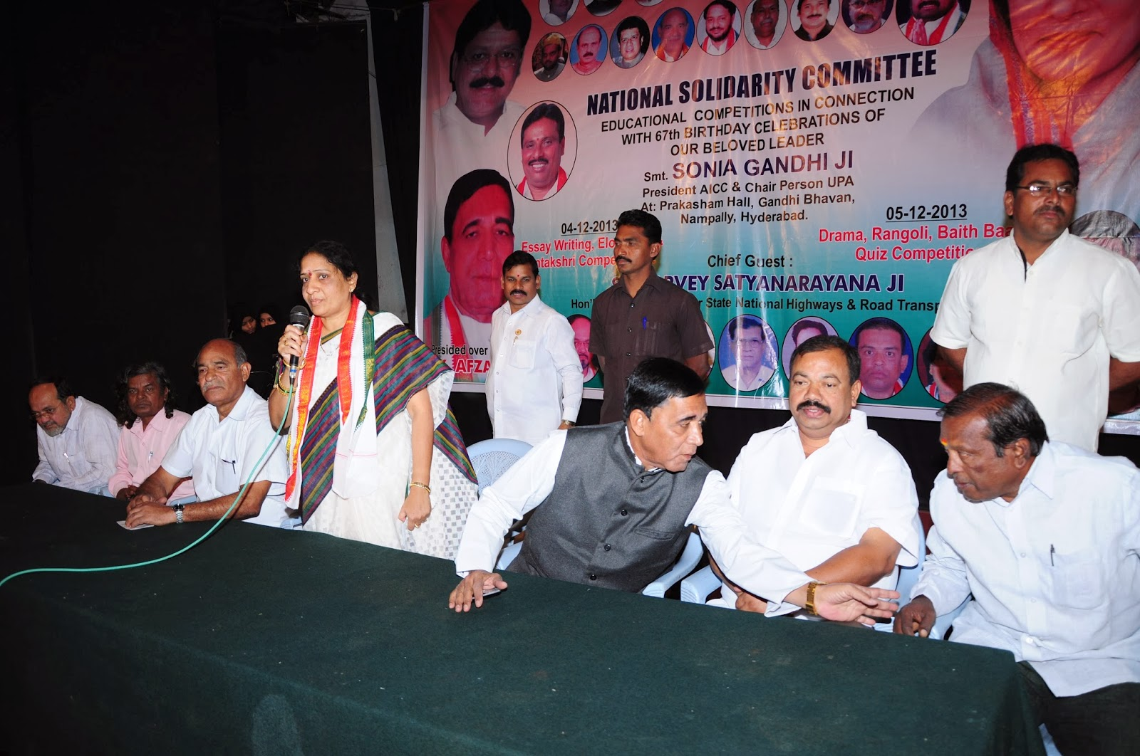 akula lalitha various activities on our beloved leader smt sonia  various activities on our beloved leader smt sonia gandhi s birth day at gandhi bhavan 9 12 2013