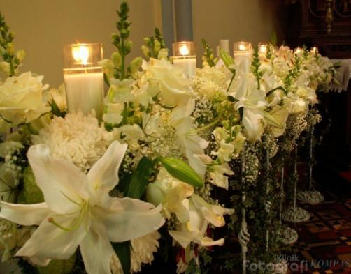 Rangkaian Bunga Di Pernikahan  7f9594f51e