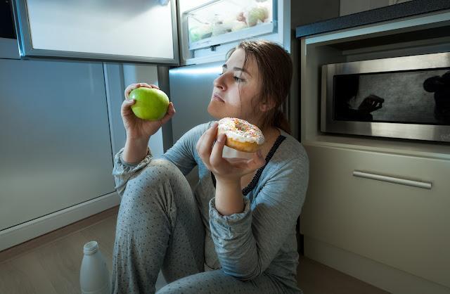 bahaya-makan-sebelum-tidur