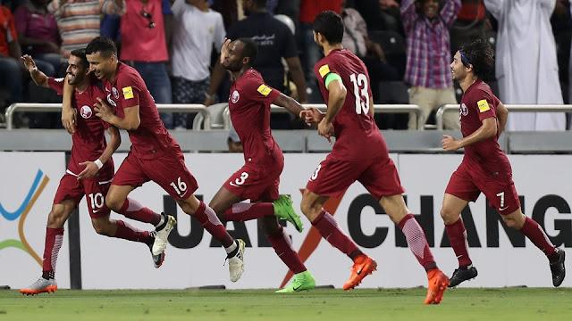 La selección de Qatar festeja un gol de Hassan Al-Haydos con el cual derrotaron 3-2 a Corea del Sur en la Eliminatoria Rusia 2018
