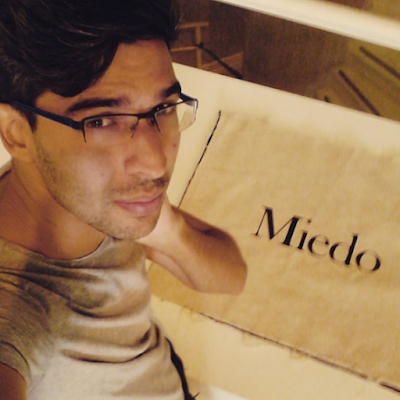 Fotografia selfie para instagram por el escritor modelo y artista famoso Sir Helder Amos