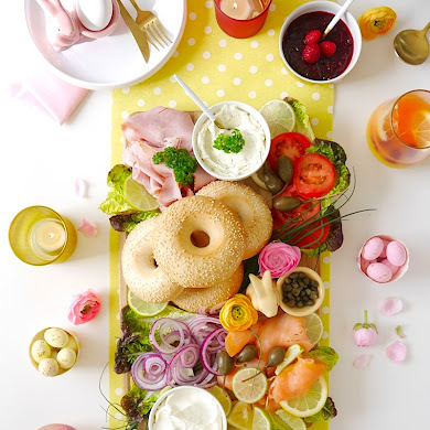 How To Build a Bagel Brunch Board