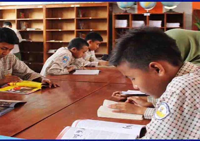 Gerakan Literasi Sekolah (GLS) di SMP