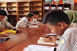 Buku Panduan Gerakan Literasi Sekolah (GLS) di SMP